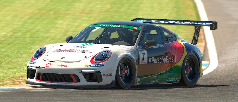 Jeff Giassi trabalha na sintonia fina para terceira etapa da Porsche TAG Heuer Esports Supercup